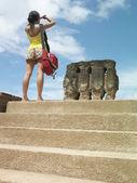 Woman looking at ancient ruins — Stock Photo