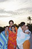 Tieners verpakt in handdoeken — Stockfoto