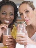 Women drinking milkshake — Foto de Stock