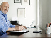 Man Using Laptop — Foto Stock