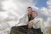 Couple embracing in grass — Stock Photo