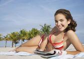 Teenage girl  reading magazine — Stock Photo