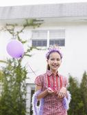 女の子ホールディング バルーン — ストック写真