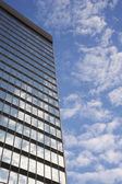 Sky and clouds reflecting in skyscraper — Stock Photo