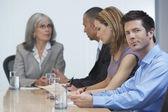 会議のテーブルに座っての実業家 — ストック写真