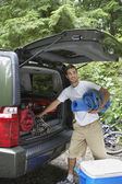 Man unloading car — Stock Photo