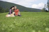 Couple  sitting in meadow — Foto de Stock
