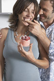 Man Giving Woman Raspberry Cake — Stock Photo