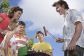 Family with children grilling — Foto Stock