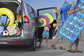 Father and children unloading beach accessories — Stock Photo