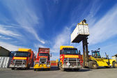 Lift truck loading shipping containers — Stock Photo