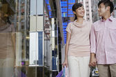 Couple walking by store — Stock Photo