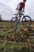 Man riding mountain bike — Stock Photo