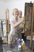Artist painting in studio — Stock Photo