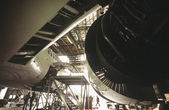 Aircraft engine in hanger — 图库照片