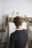 Artist drawing charcoal portrai — Stock Photo