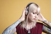 Woman listening to music on headphones — Stock Photo