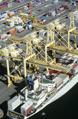 Nave porta-container nel bacino — Foto Stock