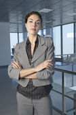 Businesswoman standing in office building — Foto Stock
