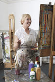 Artist holding paintbrush — Stockfoto