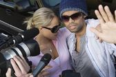 Celebrity couple and paparazzi — Stock Photo
