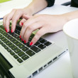 Womans hands typing on laptop — 图库照片