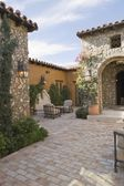 Palm Springs courtyard exterior — Stock Photo