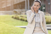 Businesswoman speaking on mobile — Stock Photo