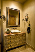Mirror and sink in modern home — Stockfoto