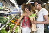 Couple buying vegetables — Stock Photo
