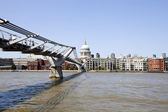 Millennium Bridge with view of London — Stock Photo