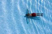 Man in swimming pool — Stock Photo