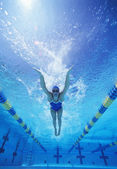Swimmer swimming in pool — Stock Photo