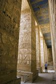 Painted carvings of hieroglyphs and figures at Medinet Habu aka The Ramesseum. — Stock Photo