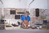 Man prepares sausages — Stock Photo