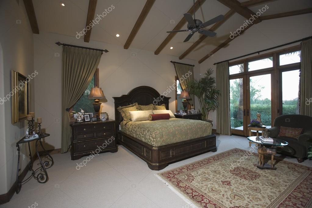 Soggiorno Con Travi A Vista : Camera da letto con soffitto travi a ...