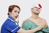 Nurse treating an injured patient — Stock Photo