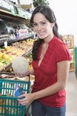 Woman shopping food — Stock Photo