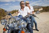 Senior couple wear sunglasses — Stock Photo
