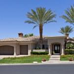 Beautiful Californian home exterior — Stock Photo