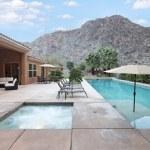 Luxevilla met zwembad — Stockfoto #34019715