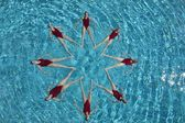 Synchronised swimmers form a star — Foto de Stock
