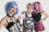 женский панк с пожилые супружеские пары — Стоковое фото