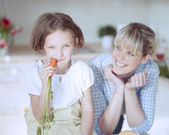 Young girl eating carrot — Stock Photo