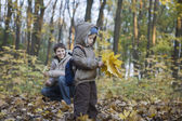 Mother and son collecting leaves — Stock Photo