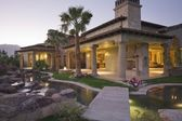 Palm Springs hacienda at dusk — Stock Photo