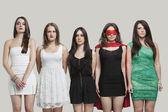 Cinco mulher jovem sério em pé — Fotografia Stock