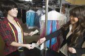 Woman serving a customer — Stockfoto