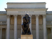 Front profile of the masterpiece the Thinker by Auguste Rodin — Stock Photo