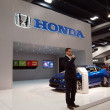 Man talks about Honda cars at booth — Stock Photo